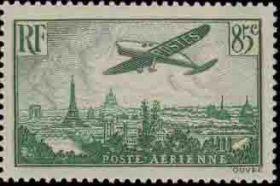 Avion survolant Paris