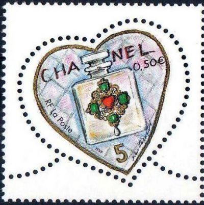 Coeur 2004 du couturier Karl Lagarfeld, Parfum Chanel N° 5